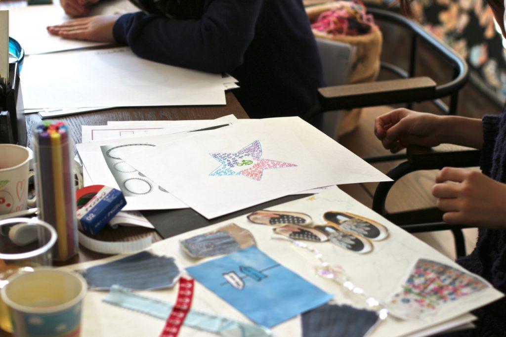 デザイン教室風景 ロゴとファッションデザイン画