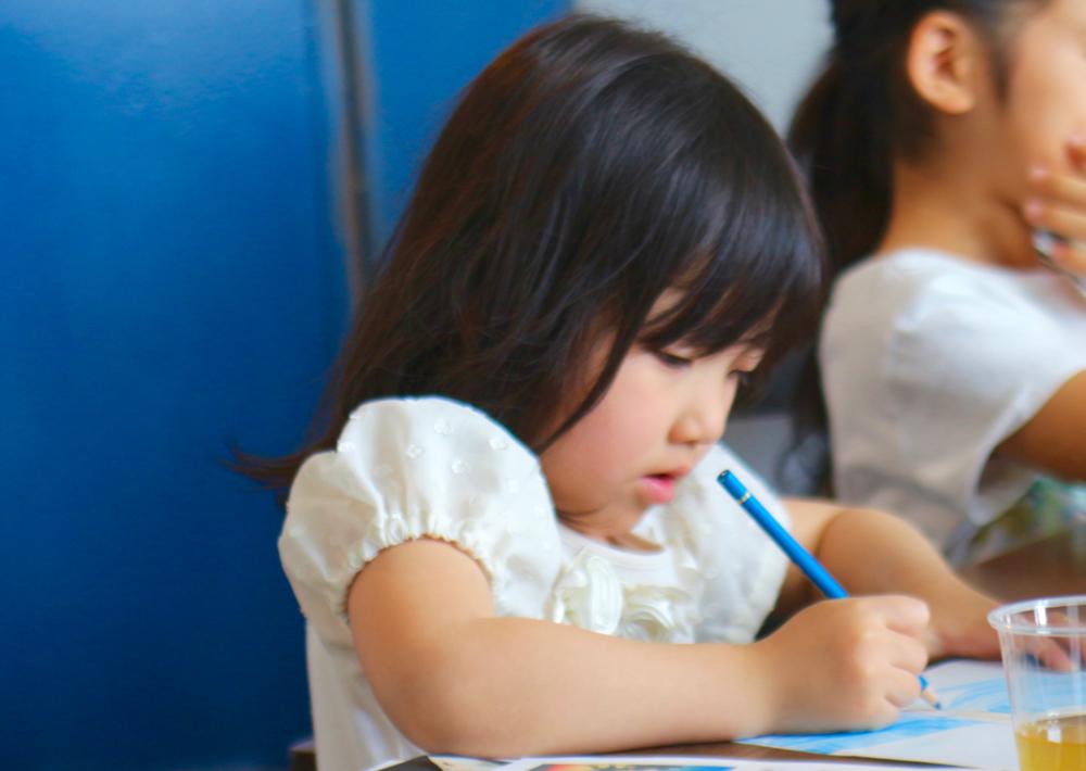 デザインがを描く子供の風景